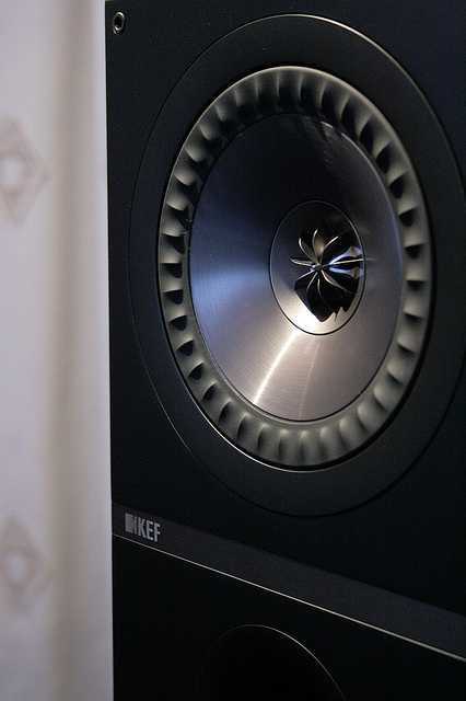 kef q300. kef found a few, final pairs of these in european walnut for us at this great price. bookshelves or close-to-wall locations. kef q300